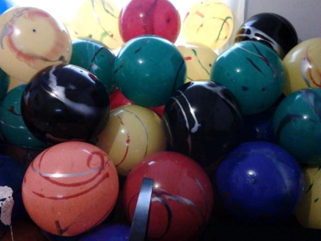 0a04db5c98 pacote com bolas tipo bolao de parque dia da criancas   OFERTAS ...