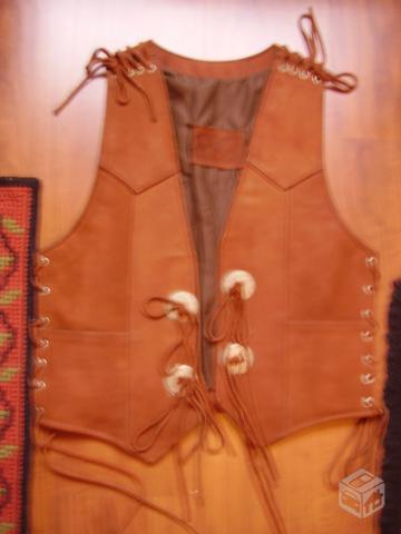 colete em retalhos de couro legitimo masculino   OFERTAS    7f24ed3f3bd