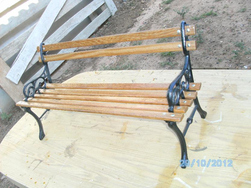 banco de jardim infantil:banco de madeira com pés de ferro fundido (infantil)