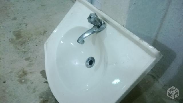 pia para lavatorio de banheiro em fibra reforcada  Vazlon Brasil -> Pia De Banheiro Em Fibra