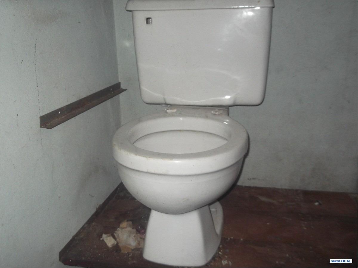 Bacia De Banheiro Com Caixa Acoplada Usada Branco Gelo   #372C2A 1200x900 Banheiro Acessível Com Caixa Acoplada