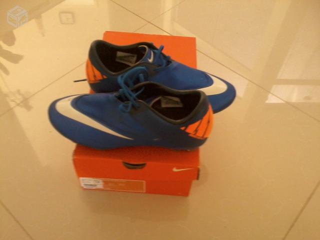 chuteira mercurial nike glide azul e laranja com travas de   OFERTAS ... 715ef85f0ffd4