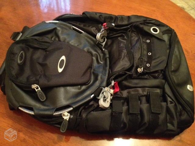 c82ae99145482 Mochila Oakley Kitchen Sink Backpack original