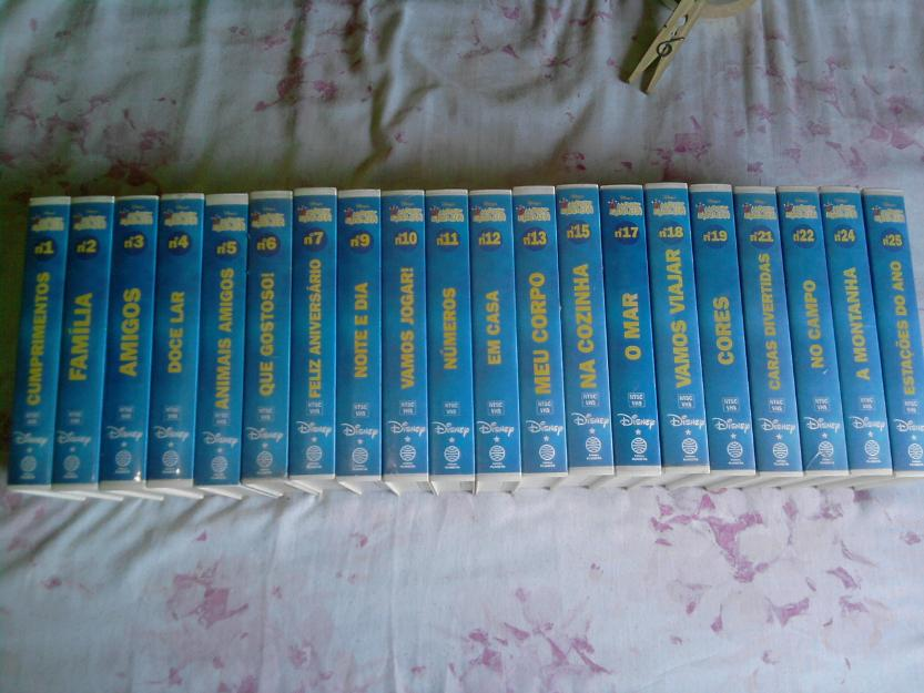 "fitas VHS da coleção ''Magic English"" da Disney"