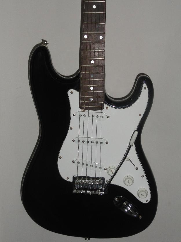 Guitarra Eagle Strato Sts