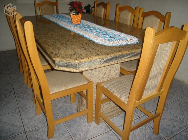 Mesa com oito cadeiras e roda para servir com cinco meses - Mesa de granito ...