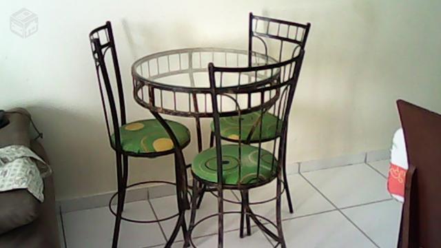mesa de jardim ferro:mesa de jardim vendo uma mesa de jardim com três cadeira ferro