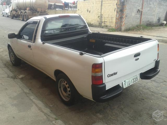 Ford Courier -