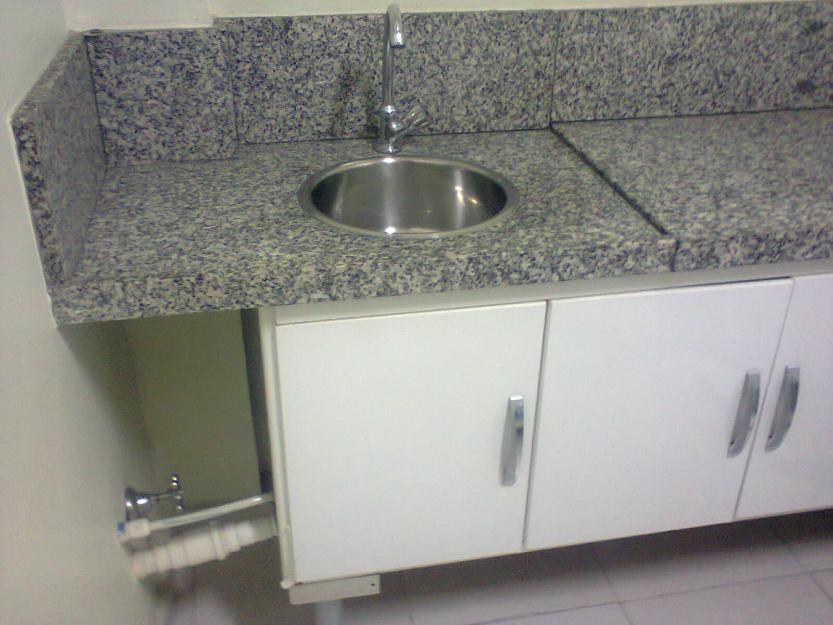 pia em granito com bojo e armario em madeira para banheiro  Vazlon Brasil -> Bojo Pia De Banheiro