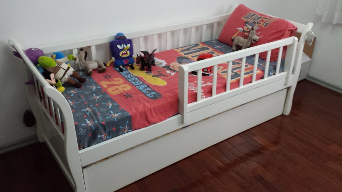 Cama branca com grade removivel vazlon brasil for Cama infantil