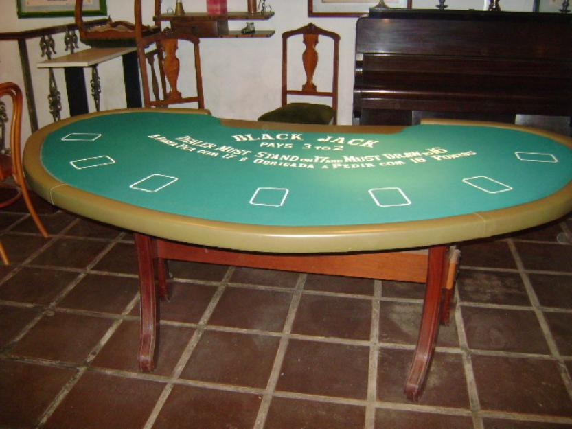 Who wins a tie in texas holdem