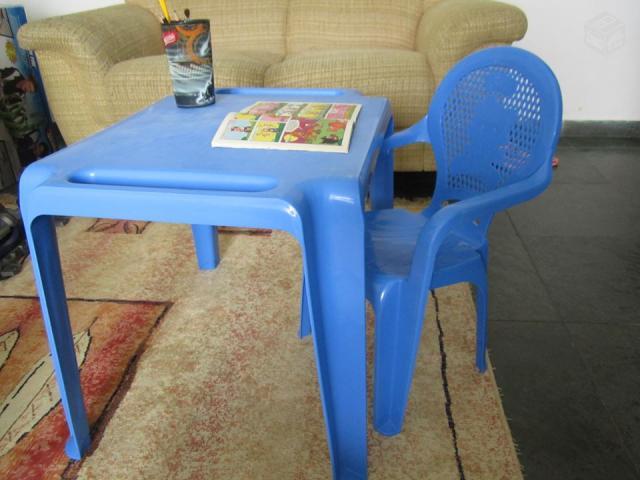 Mesa e cadeira de plastico vermelha para praia ofertas for Mesas infantiles de plastico