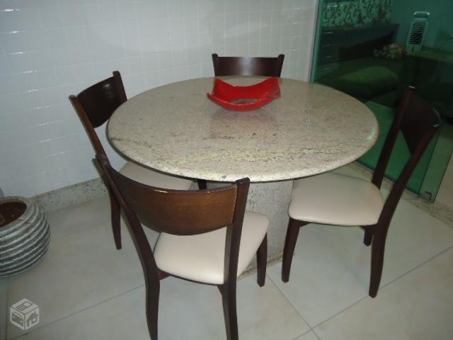 Mesa com tampa de granito e 4 cadeiras com pouco tempo de - Mesa de granito ...
