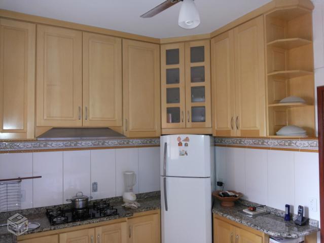 Cozinha planejada madeira completa coifa e cooktop