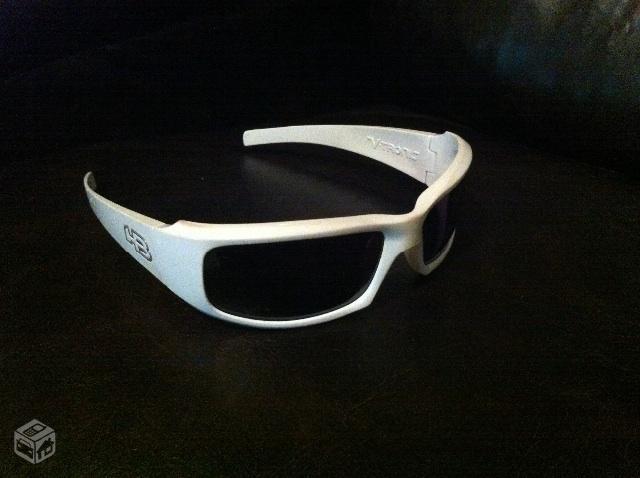 bf2aa03c98bb4 Óculos HB V-Tronic semi-novo na caixa original - R
