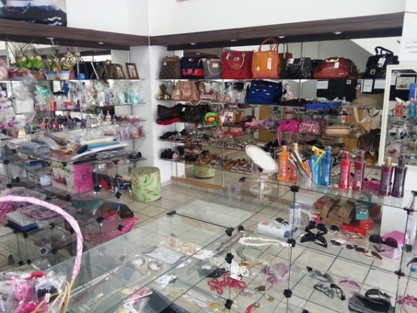 918c0d185 loja de acessorios femininos ou ponto mobiliado   OFERTAS