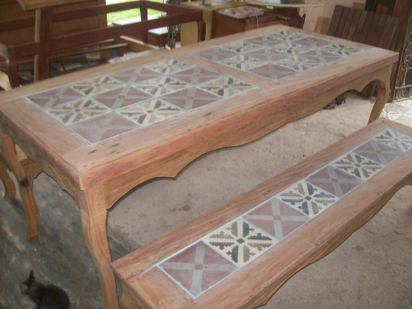 Mesa rustica de peroba rosa com azulejo hidrulico madeira - Mesas de azulejos ...