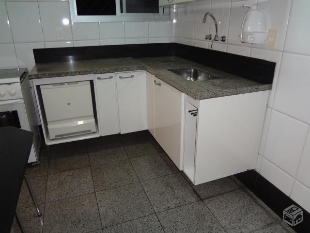 cozinha modulada com bancada de granito e fogao de mesa  Vazlon Brasil # Bancada De Cozinha Com Granito Ouro Brasil