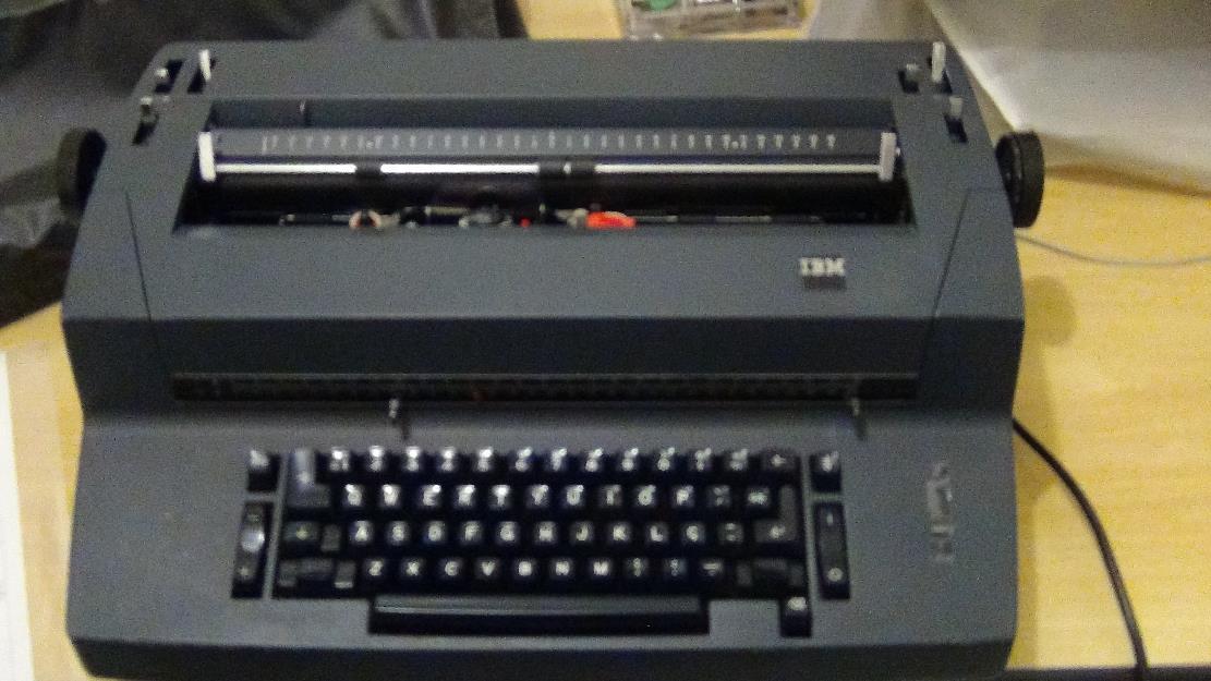 Maquina de Escrever Eletrica Ibm Máquina de Escrever Ibm c