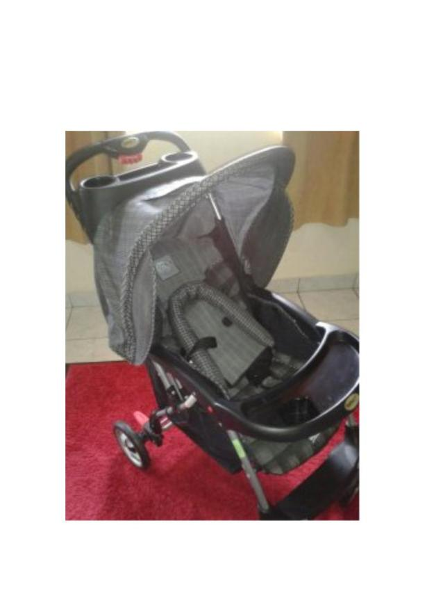 carrinho de bebê importado acompanha encosto de cabeça carrinho