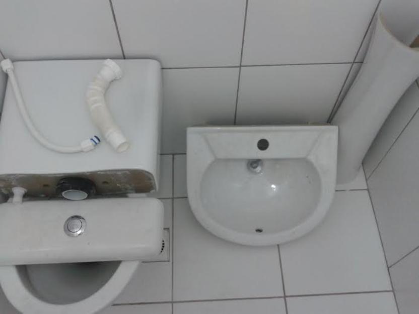 pia de banheiro louca celite com bancada granito  Vazlon Brasil -> Pia Para Banheiro Celite