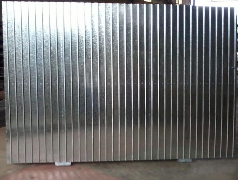 Portao em metalao fechado com chapa galvanizada vazlon for Casetas de chapa galvanizada