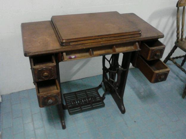 Gabinete para banheiro mesa de costura antiga - Mesas para costura ...