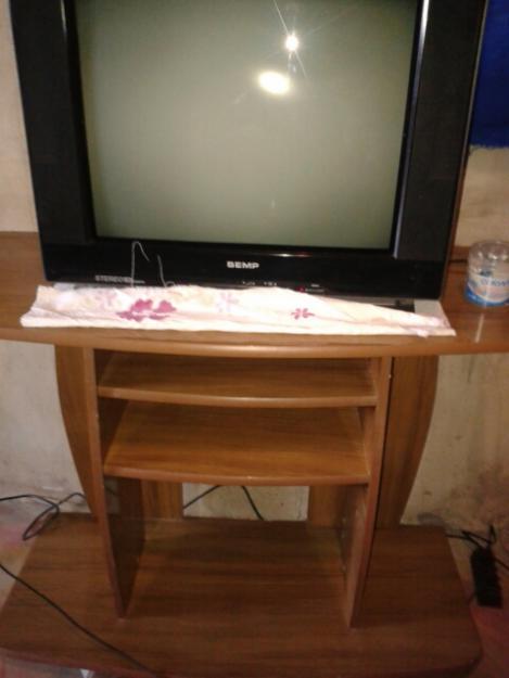 Uma Raque Uma tv Poleg e um Raque