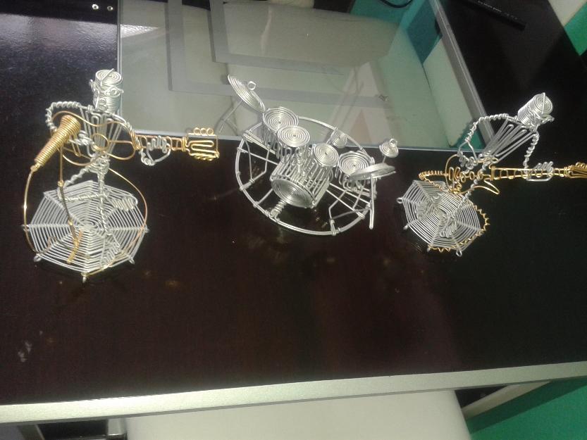 Aparador De Foco Jugui ~ arte em arame 4 formigas Vazlon Brasil