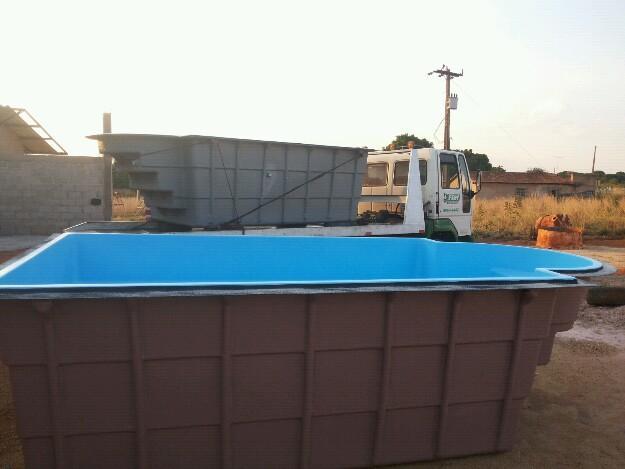 Piscina l retang c escada direto de fabrica vazlon brasil for Fabrica piscinas de fibra