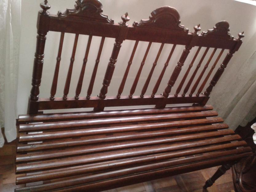 banco de jardim antigo : banco de jardim antigo:banco antigo de madeira banco antigo de século xix em madeira maciça