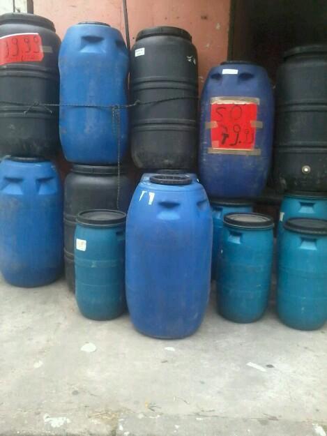Vendemos tambores para armazenamento de agua temos for Tambores para agua