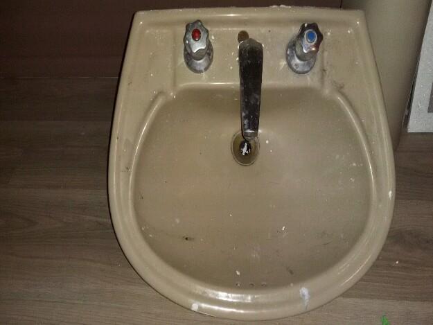 pia banheiro torneira coluna classica  Vazlon Brasil -> Pia De Banheiro Eternit