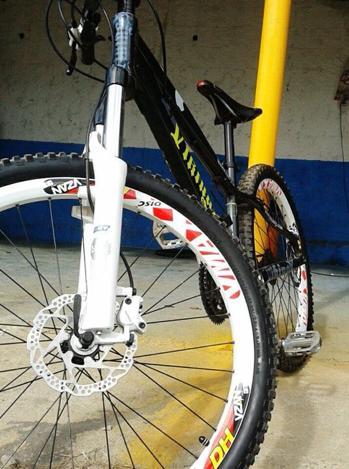 bike downhill rígida bike em excelente condições velocidades muito