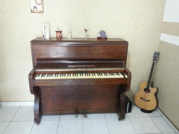 Piano antigo para decoração de interiores