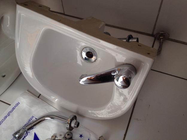 Pia Banheiro Sifao - pia de banheiro branca da celite com sifao acessorios e  Vazlon Brasil