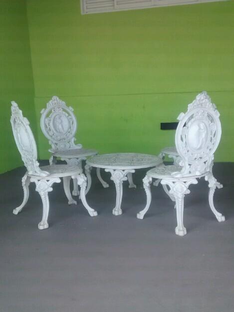 mesa jardim curitiba:mesa com 3 cadeiras de ferro fundido para jardim r