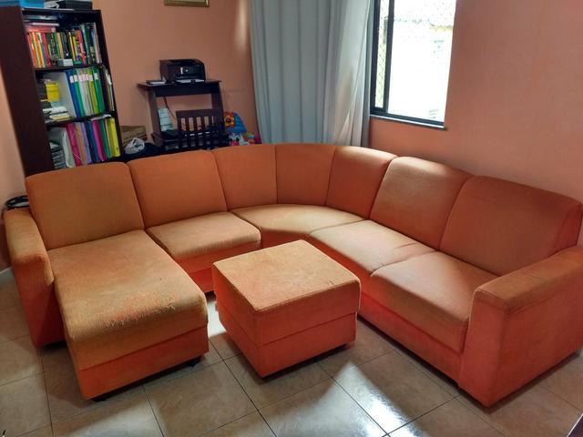Sofa 4 lugares american comfort madaloni com chaise e puff for Sofa com chaise 5 lugares