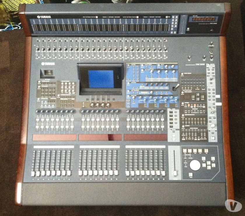 Venda: Yamaha Tyros 4 61-Key Arranger Workstation