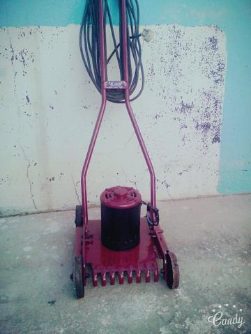 Maquina de aparar grama