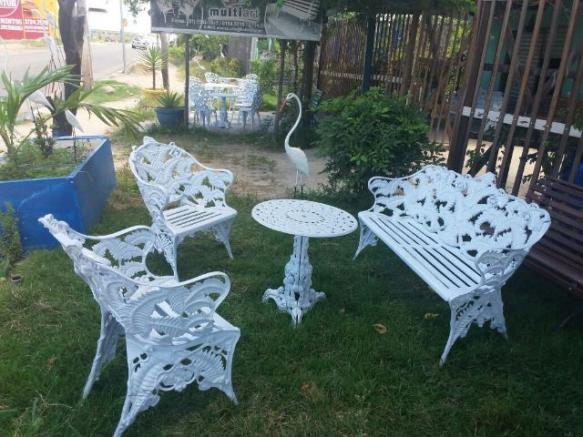 mesa jardim aluminio fundido:Conjunto de mesa e cadeiras em alumínio fundido – Direto da