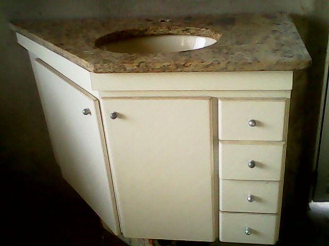 armario banheiro branco com tampo em granito  Vazlon Brasil -> Armario De Banheiro Com Tampo De Granito