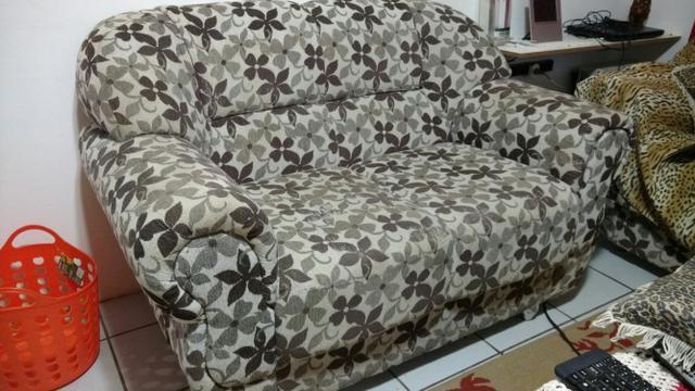um jogo de sofa de dois e tres lugsres vazlon brasil. Black Bedroom Furniture Sets. Home Design Ideas