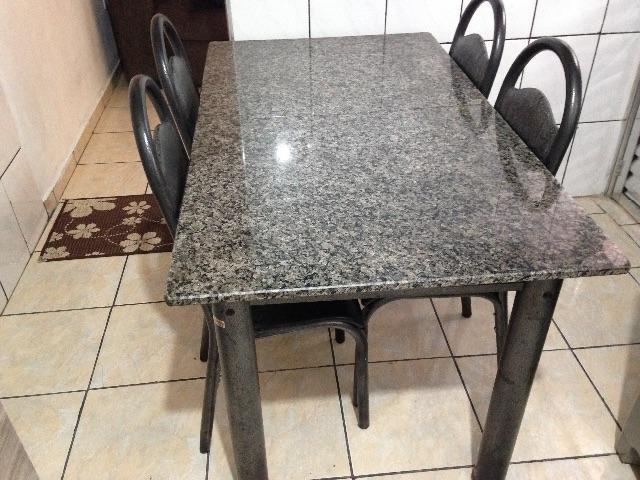 Mesa com 4 cadeiras tampo em granito em perfeito estado - Mesa de granito ...