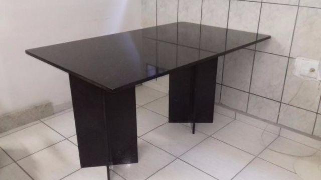Mesa de granito escuro com pes oitavados vazlon brasil - Mesa de granito ...