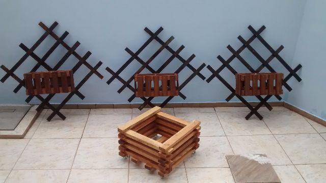 Jardim suspenso e carrinho rustico em madeira de