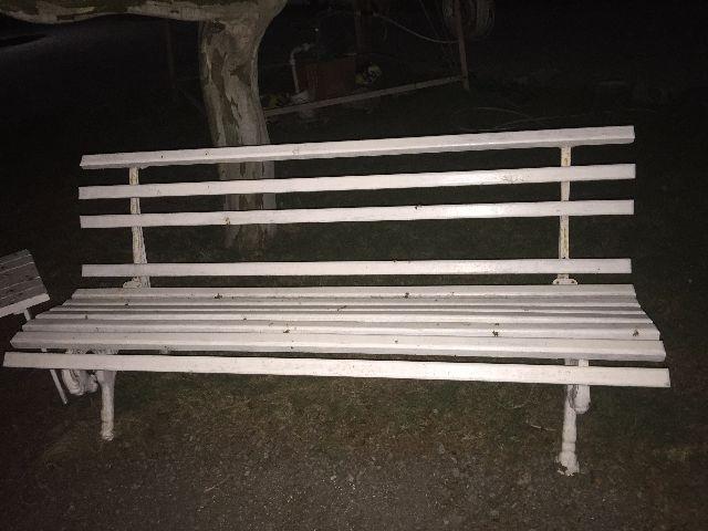 banco de jardim mesa:banco de jardim em madeira e pe de ferro fundido belo