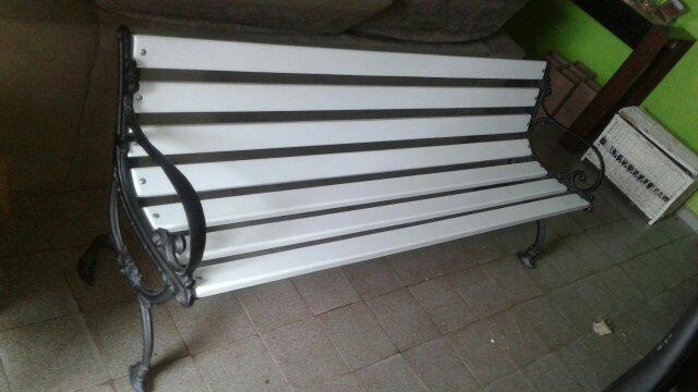 banco jardim aluminio:banco de jardim banco de jardim cor todo branco e branco com braços