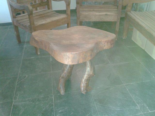 Linda mesa macica esculpida num unico tronco de madeira for Mesa de tronco