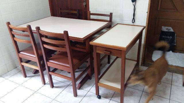 Artesãos Lisboa ~ mesa em formica com 4 cadeiras estofadas Vazlon Brasil